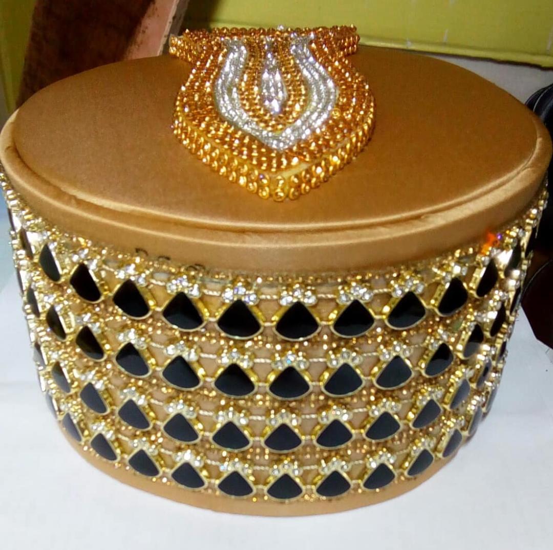 golden fancy diamond chain topi