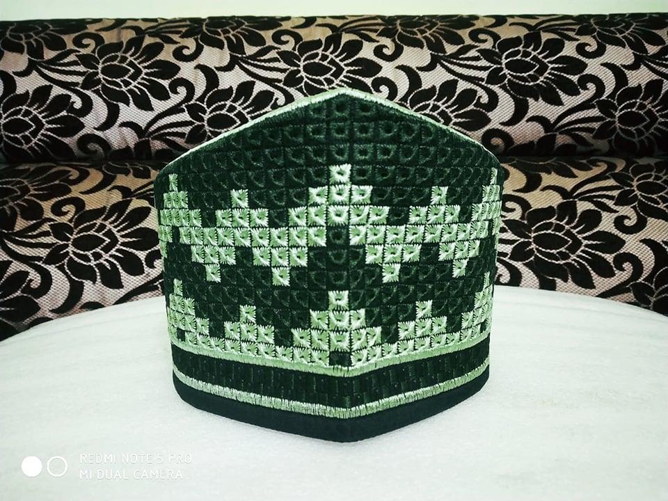 Baekati Peacock Black Green Topi ..